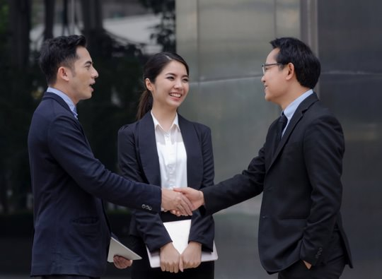 business people greeting thumbnail